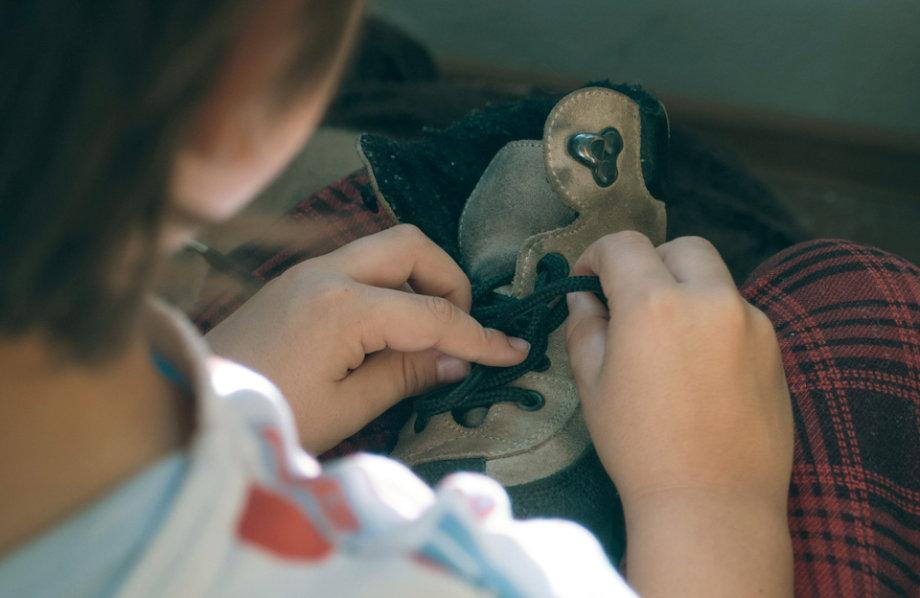 Kako naučiti dijete vezati cipele